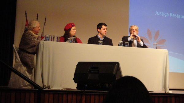 """Mesa """"Mediação de Conflitos, Justiça Restaurativa e Escola na perspectiva da Educação em Direitos Humanos"""" (Gabriel Nascimento)"""